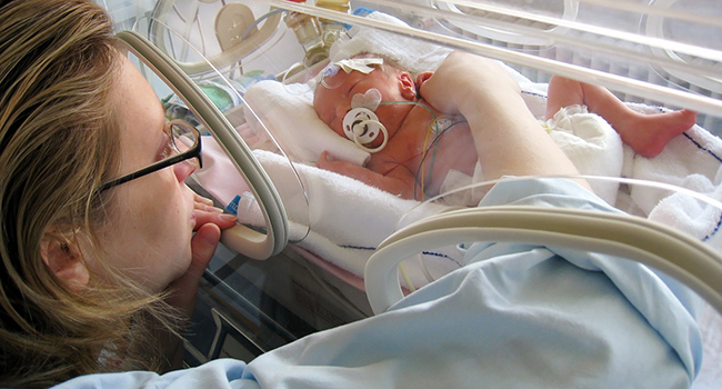 How baby's first breath triggers life-saving changes in the brain